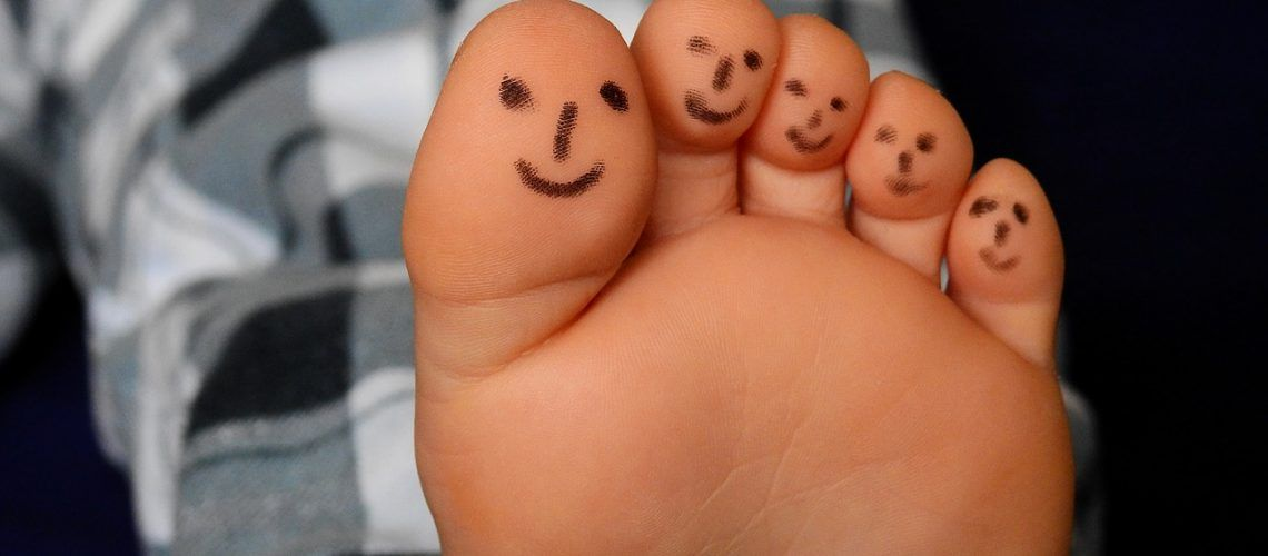 feet-2358335_1280
